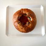 郷のパン工房 GLANz Mut そばの実カフェ - ファイヤーマウンテン 自家製ベーコンとチーズ