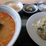 吉祥酒家 - 坦々麺セット