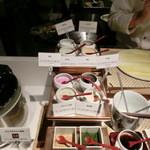 空桜 - 天ぷらは、8種類の塩で食べ比べ・・