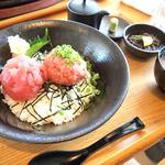 糸満漁民食堂 - マグロ中落ちネギトロ2色丼