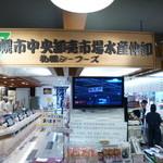 札幌シーフーズ - 2014.05 向かって左は立ち食い寿司になっています。