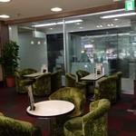 ルーブル - グリーンの丸い椅子たち
