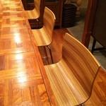 パチャカフェ - L字のカウンターは、8名様が座れます。