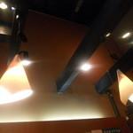 蔵にて - 高い天井と重厚な梁