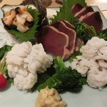 紫雲仙 - 【二皿目】お造り                             初鰹の土佐作り                             サザエ                             鱧の落とし ~梅肉がうまい