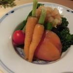 27543003 - 【一皿目】京都の野菜                       口下手だが料理に熱いオーナーが目利きした野菜たち