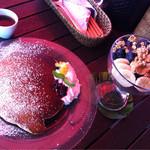 Rカフェ - オリジナルパンケーキ(¥910)・アサイーボウル(¥840)