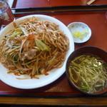 最強食堂 - 沖縄そばの麺を使用した「沖縄風やきそば(650円)」