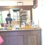 ボネダンヌ - 殆ど売り切れていたパン棚