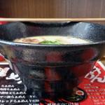 毘侍家 - 「半熟味玉らぁめん」深さのあるすり鉢状の器