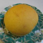 天然酵母ベーカリー トヰチ屋 - 人参パン85円、人参を練りこんだ小さくて可愛らしいパンです。