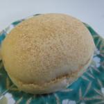 天然酵母ベーカリー トヰチ屋 - きなこクリームパン140円。