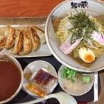 越後秘蔵麺 無尽蔵 - 冷やしとろろつけ麺+餃子