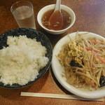 文華楼 - 肉卵入りモヤシ炒め定食  ¥500-