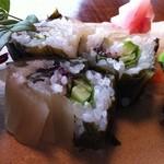 鮨亭 笹元 - しゃくしなの紫蘇巻。お漬物で巻いてしまうとは!紫蘇ペーストの味わいとシャリ酢の甘さとのバランスもとても良い!