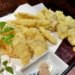 まりも亭 - 揚げ物 季節の海鮮、野菜3種盛り