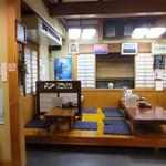 あづみ野 勝味庵 - お店はカウンター席とお座敷があって、結構広く、大人数でも1人でも入りやすい雰囲気☆彡