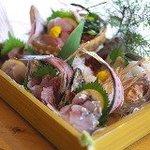 浜焼番長 - 料理写真:三崎の漁師さん直結!朝取れ鮮魚の盛り合わせ!