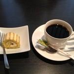 銀杏 -  ロールケーキとコーヒー
