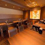 お菜家 -  【広々ホールテーブル席は貸切りも可能!!】