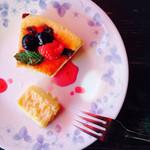 カフェーマル - ラムレーズンチーズケーキ
