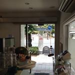 フルーツカフェ フルータス - カウンターから見たエントランス