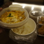 鶏三和 -  親子丼の下はご飯