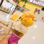 サーティワンアイスクリーム -  ハワイアンクランチとピーチメルバのスモールダブル(コーン)