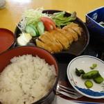 アゼリア -  日替わりランチ「豚ロース生姜焼き定食」 \980