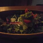 高庵 TOKYO -  アボカドと何かのサラダ:ピンぼけですみませんが、とても美味しかったです
