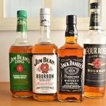 バー チルアウト -  バーボンウィスキーも多数揃っております。