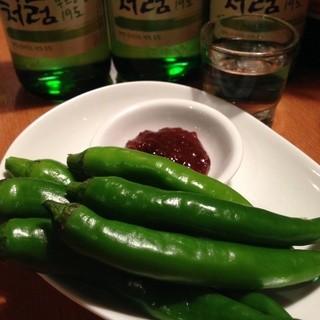 韓国人でも辛い。激辛料理もございます。