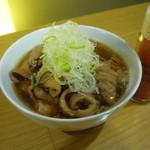 なか屋 -  モツのピリ辛煮 ¥420(税込¥453)