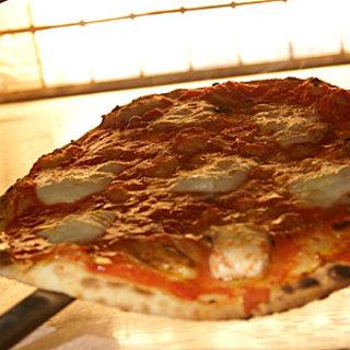 釜で焼きたての美味しいピッツア