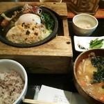 27590016 - 豆腐ハンバーグ石焼き野菜御膳。