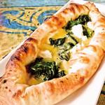 ヨーグルトとほうれん草のギリシャ風ピザ(ギリシャ)