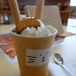喫茶らくがき -  ムーニャアイス(黒蜜)