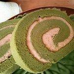 パティスリーもへじ - 抹茶ロールケーキ