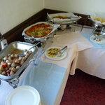 菜食レストラン シャローム - バイキングの主菜が並んでいます