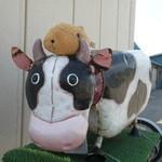 27604695 -  牛さんの置物