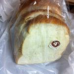 27605668 -  絹山食パン