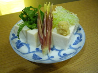 なか屋 -  国産大豆の冷や奴 ¥350(税込¥378)