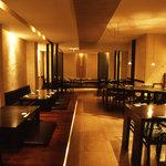 レストラン満奈多 - 一階席店内の全体写真です。