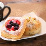 ピアーズカフェ -   人気のベーカリーセット♪是非、コーヒーとどうぞ。