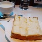 27613494 -  チーズトースト ホットミルク