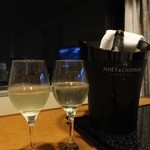 ホテルニューオータニ 東京 -  スペイン産カヴァはお部屋へ持ち込み♪ワインセットはホテルが貸してくださる♪うっとり♪