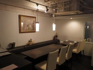 アキヒサ ハンダ -  テーブル席