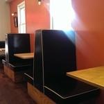 ZARAME NISSIN TAKENOYA -  テーブル席が並んでます♪