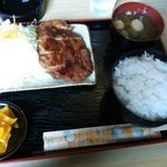 ごんしろ - 料理写真: カツ定食(800円)