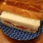 とんかつ 安右衛門 - なぜかサンドイッチ       ミミも美味しかった